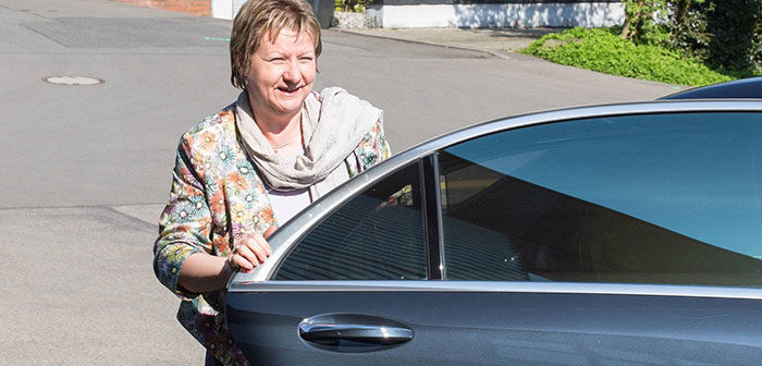 Sylvia Löhrmann steigt aus ihrem Dienstwagen (Archivbild), Rechte: imago/Eibner/imago stock&people