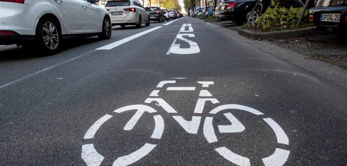 Ein großer Fahrradweg in einer Stadt (Foto: dpa)