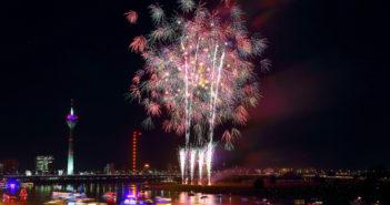 Feuerwerk über Düsseldorf (Foto: dpa)