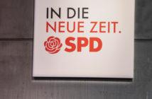 SPD-Logo des Parteitags an einer Wand (Foto: Polaris)