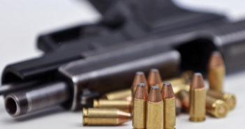 Waffe mit Munition (Foto: dpa)