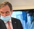 Armin Laschet trägt eine Maske falsch (Foto: dpa)