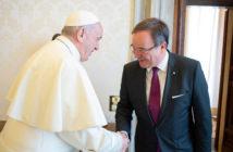 Ministerpräsident Laschet beim Papst im Mai 2018 /Rechte: Osservatore Romano / dpa