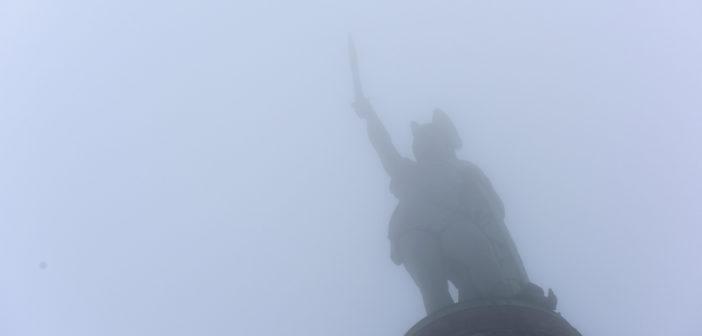 Hermannsdenkmal im Nebel (Foto: WDR/dpa)