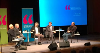 Günther Wallraff, Osman Okkan, Can Dündar, Andreas Görgen und Doğan Akhanlı auf der Bühne